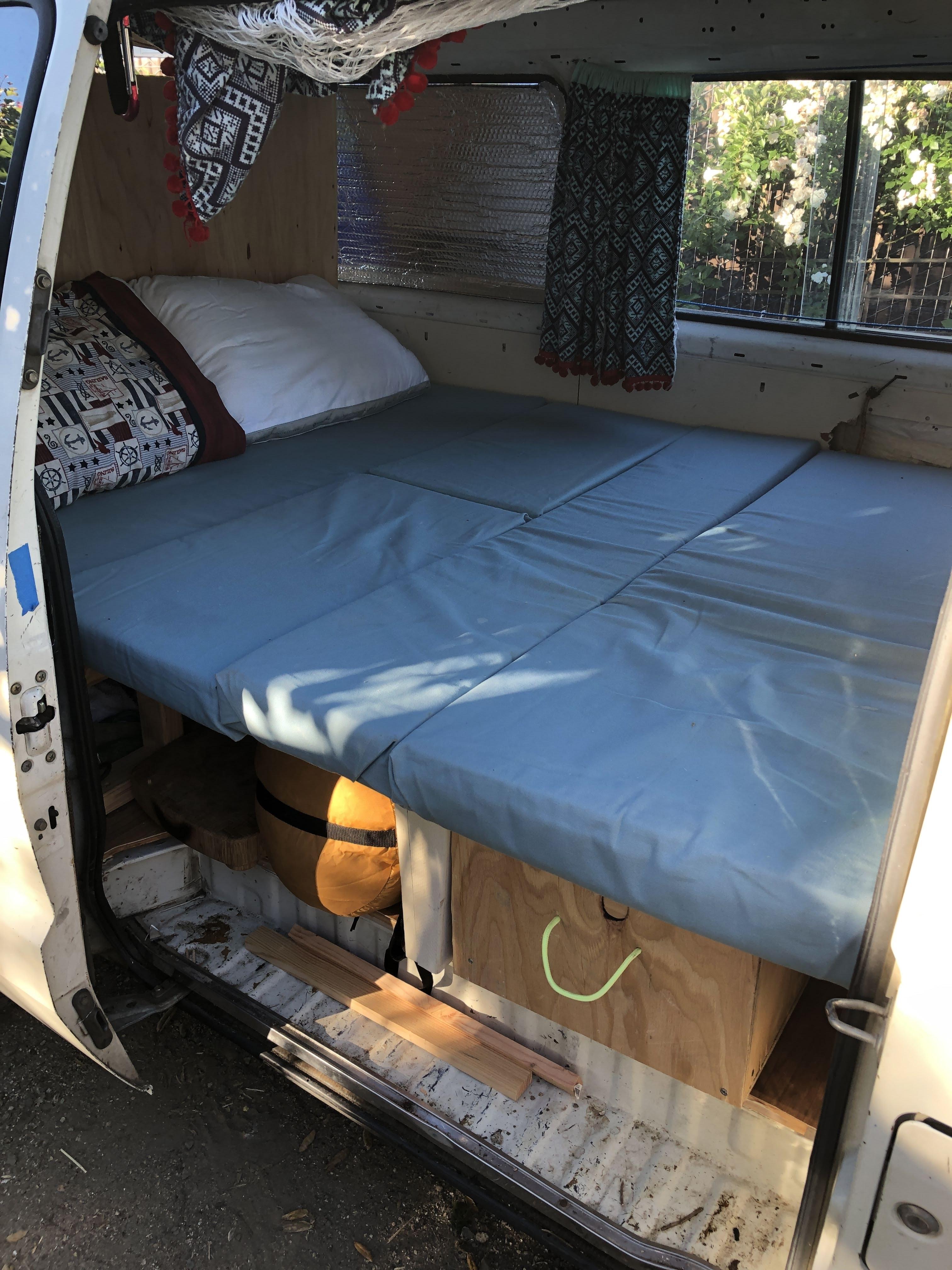 Bed Toyota Vanwagon 1985